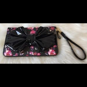 🎉💕🎉Betsey Johnson Oversized Wallet Wristlet